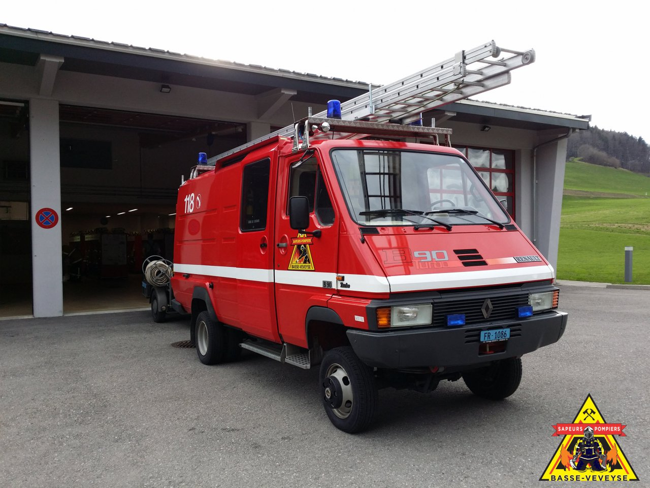 Divers » ImagesFixes » Véhicule Renault B90